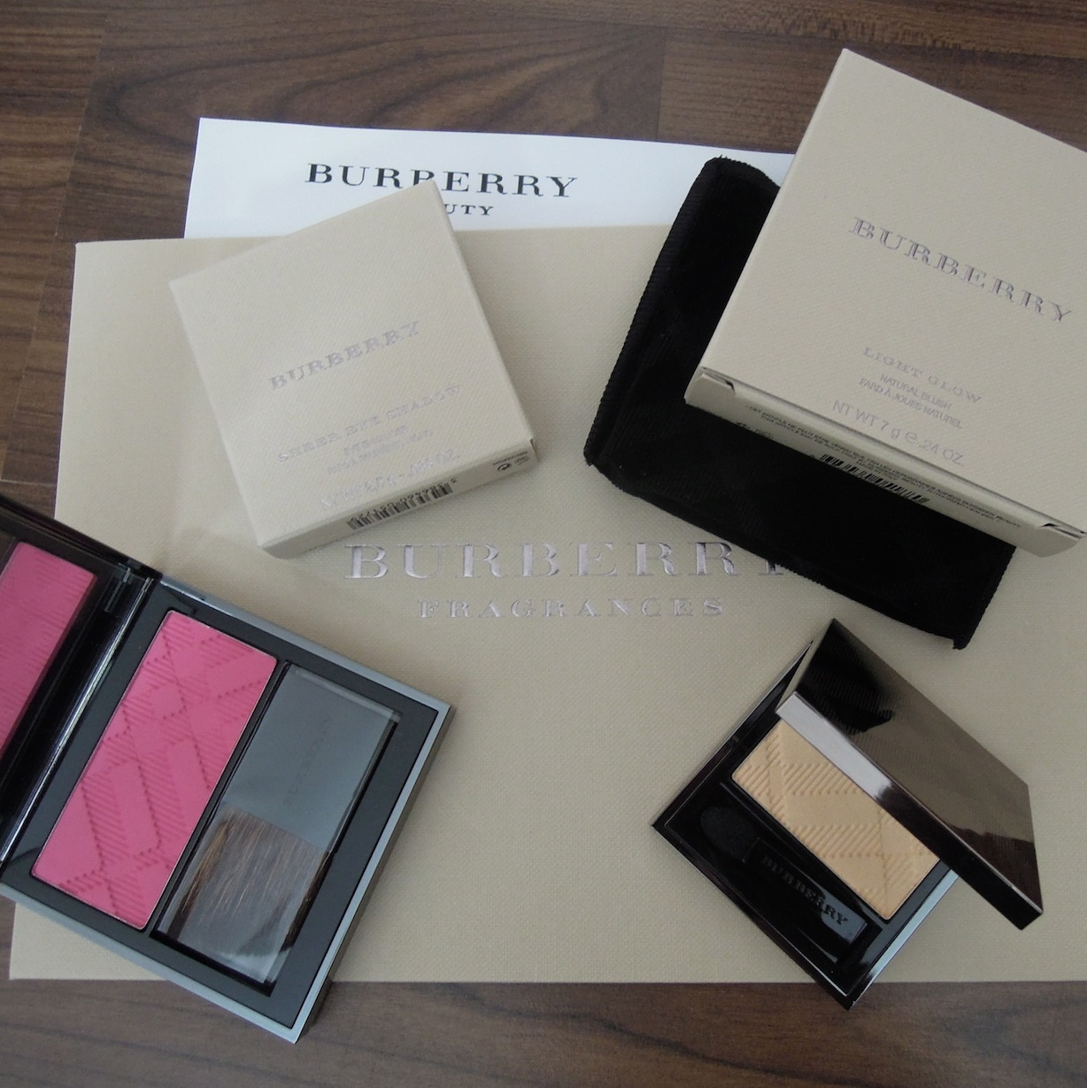 Burberry-hydrangea-pink-blush-gold-pearl-eyeshadow