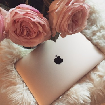 macbook_gold_social_media_detox_spring