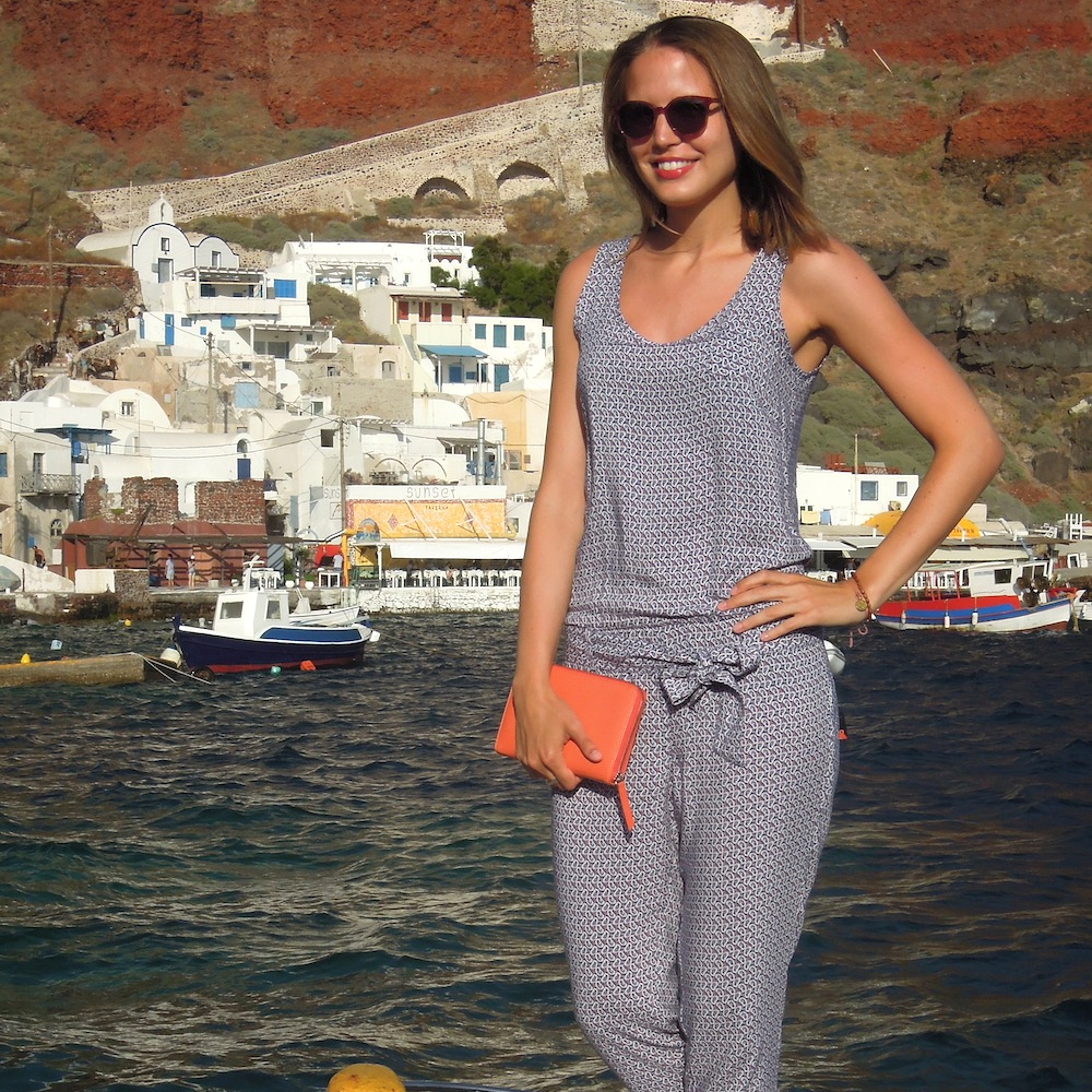 outfit-mcgregor-suelovesnyc-overall-greece-santorin