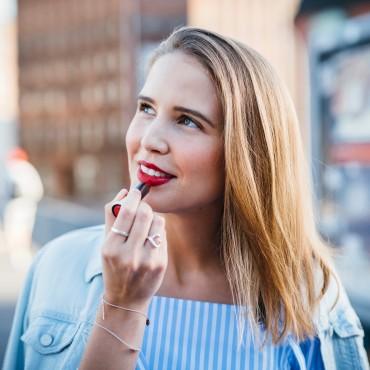 suelovesnyc lippenstift auftragen