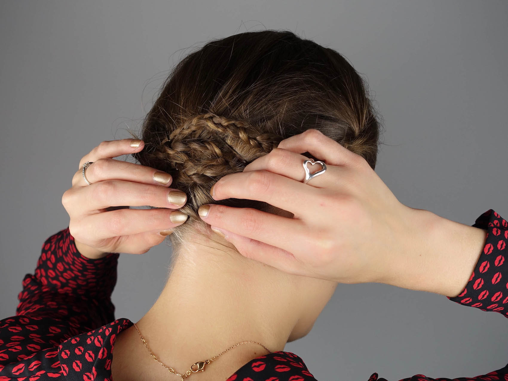 4_2_Suelovesnyc_Silvester_frisuren_styles_newyears_hairstyles_hairstyling_taft_schwarzkopf_susan_fengler_aufmacher_flechtfrisur_winter