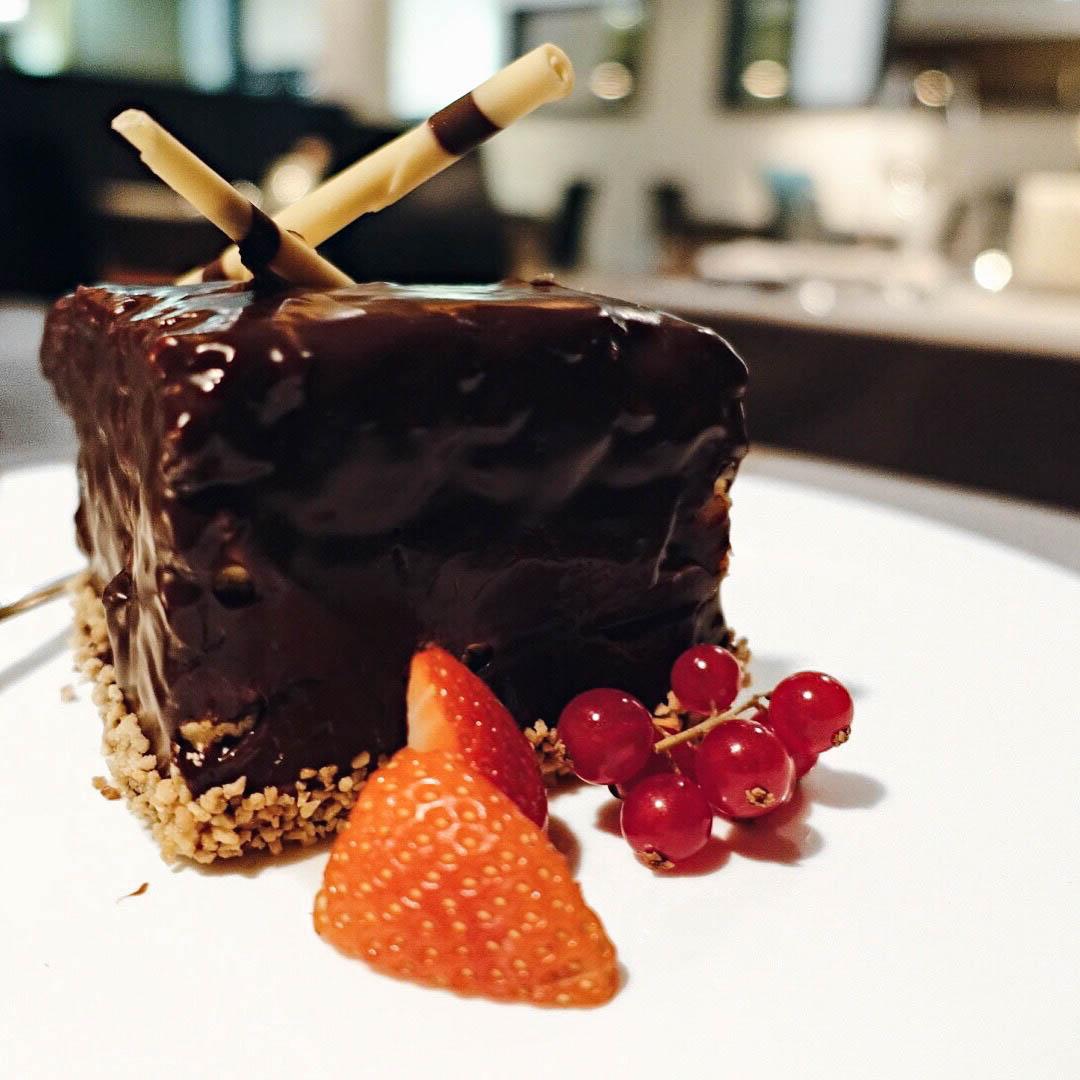 suelovesnyc_susan_fengler_das_kronthaler_austria_kuchen_torte_glutenfrei_esterhazy_geburtstag_food_cake_glutenfree_sue_loves_nyc
