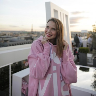 paris evian oversize tourist in hamburg suelovesnyc_blog_susan_fengler_paris_evian_oversize_event_party_lafayette