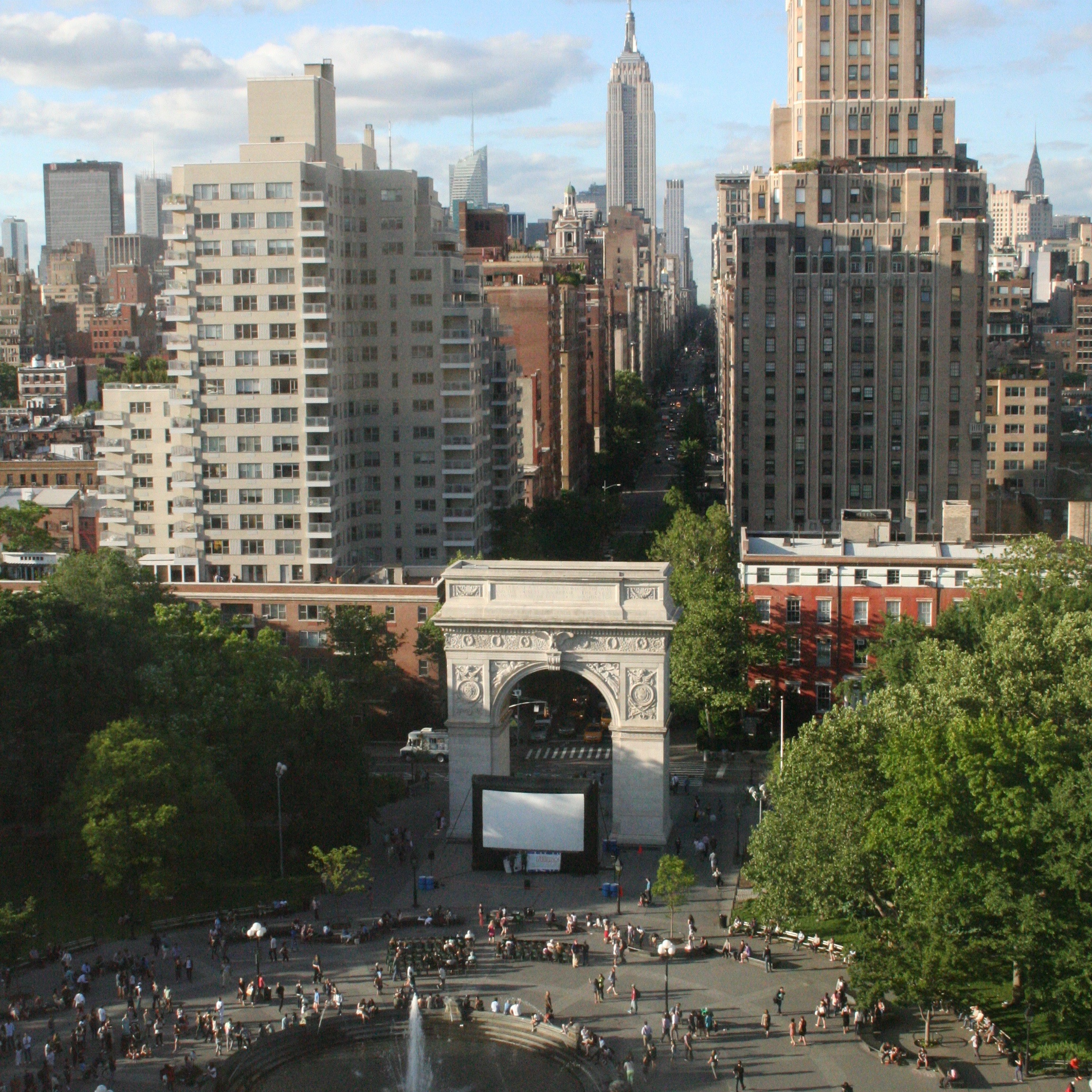 films on the green open air kino WASHINGTON SQ PARK_Films_on_the_Green_new_york_credit_A_Stephan (1)