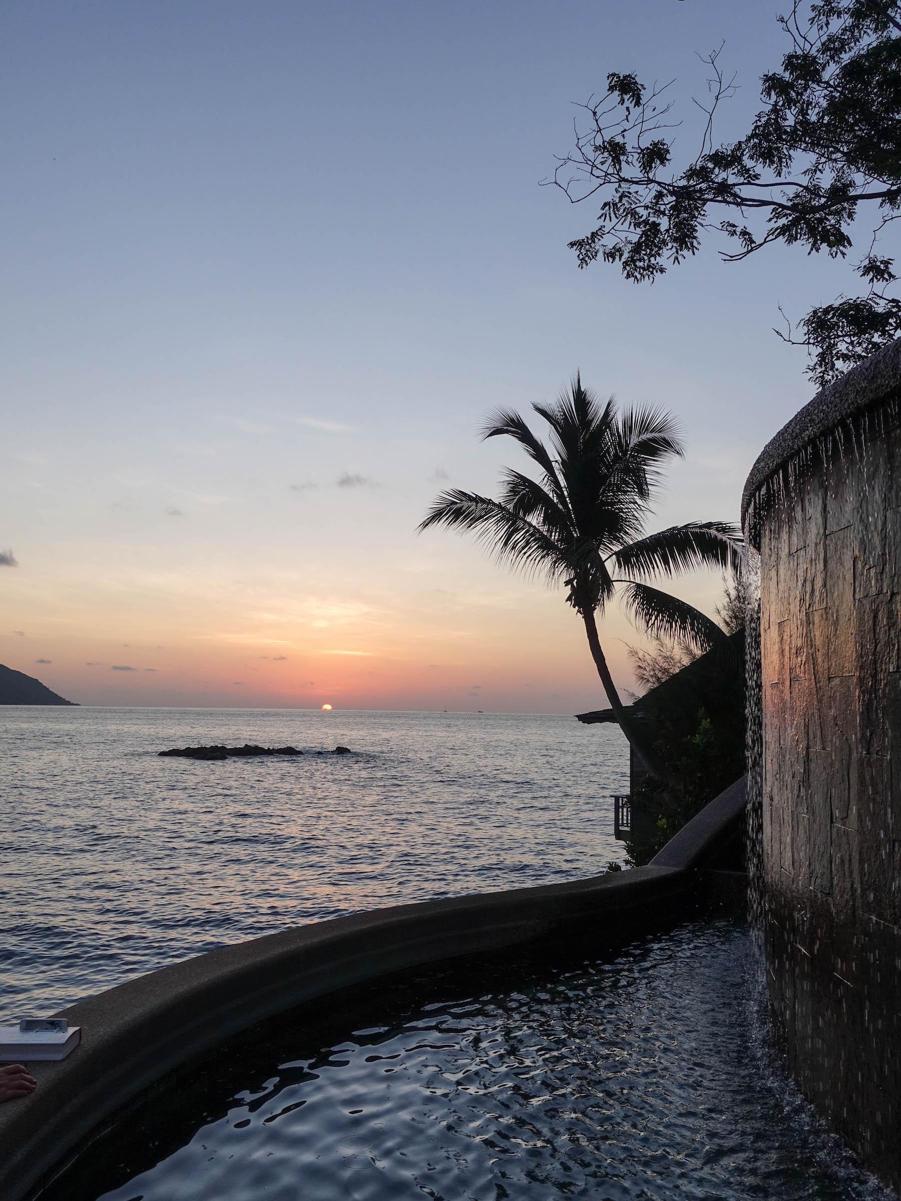 seychellen_hotel_auf_mahe_hilton_northolme_infinity_pool