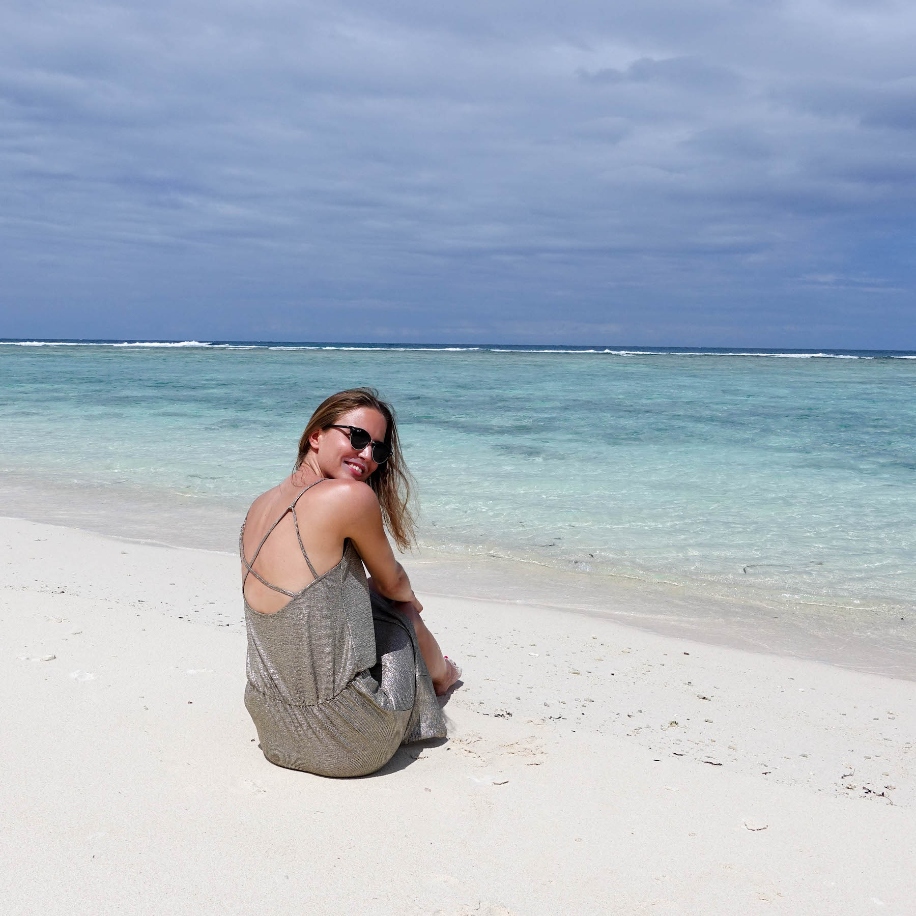 Neujahrsvorsätze 2018 suelovesnyc_andere_neujahrsvorsatze_neujahrsvorsaetze_2018_seychellen_beach_silhouette_island_reserved_partykleid