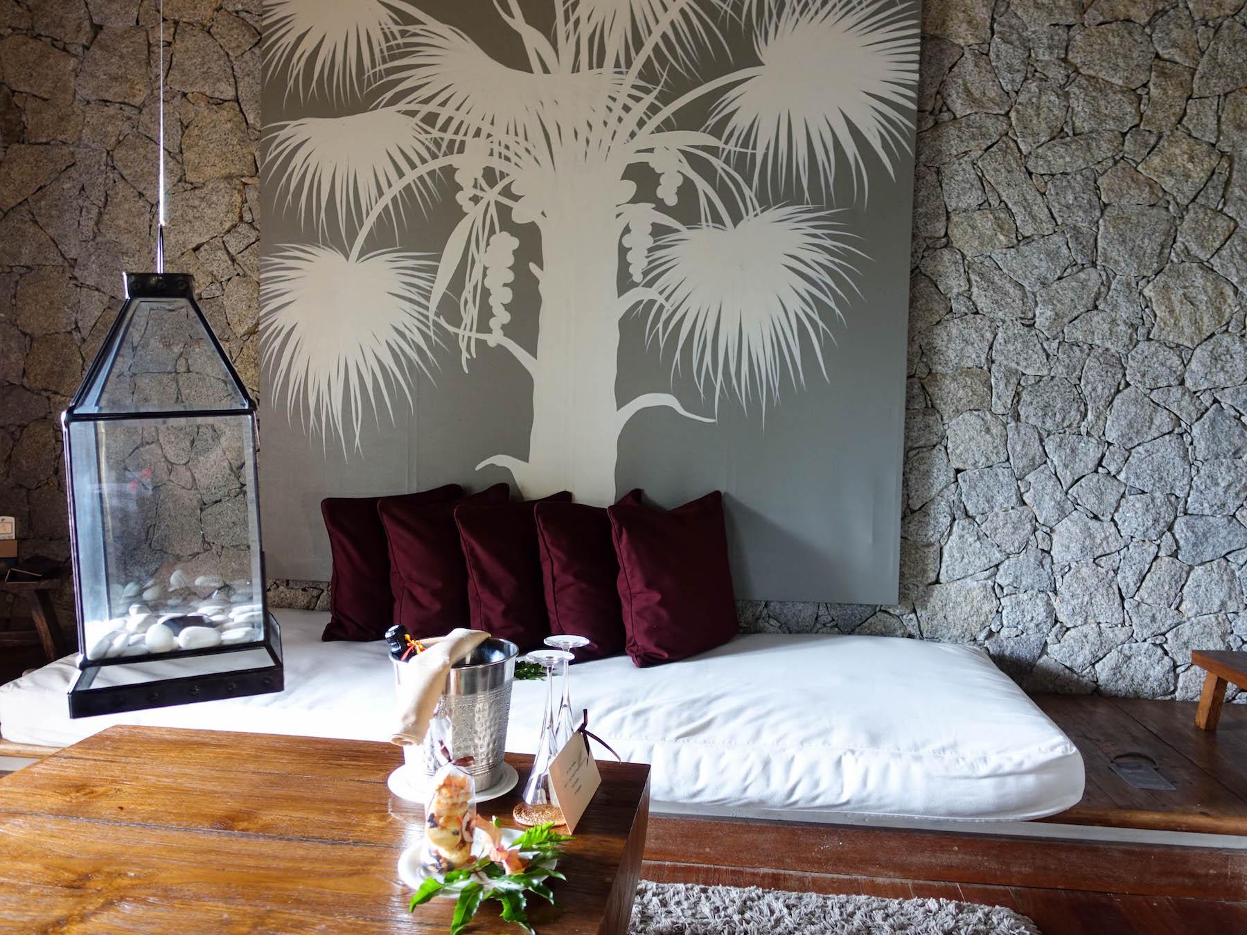 suelovesnyc_seychellen_hotel_auf_la_digue_domaine_de_lorangeraie_orangeraie_hillside_room