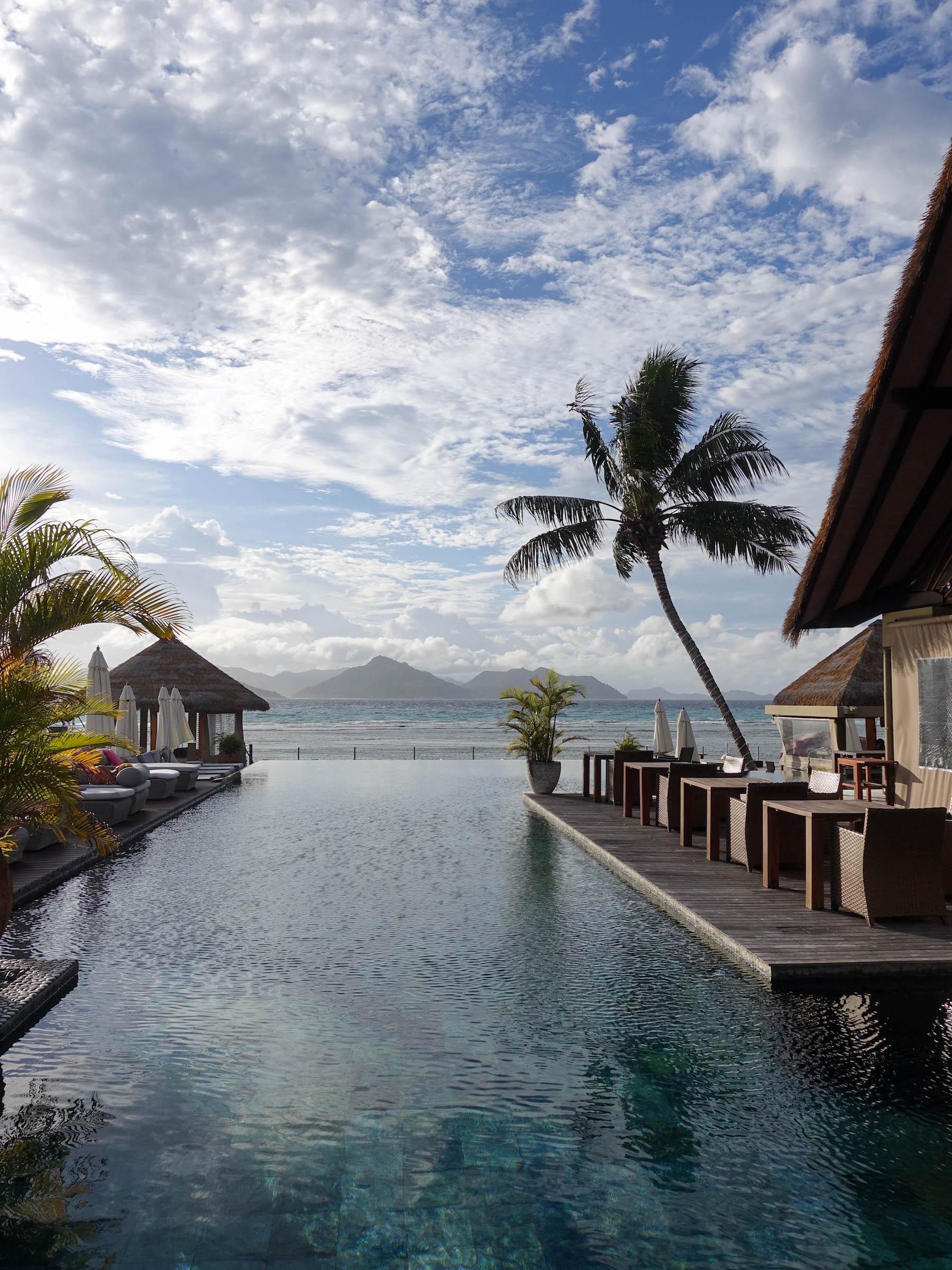suelovesnyc_seychellen_hotel_auf_la_digue_domaine_de_lorangeraie_orangeraie_pool