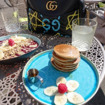 glutenfrei frühstücken in Hamburg paledo Suelovesnyc_susan_fengler_glutenfrei_fruhstucken_in_hamburg_superfood_kitchen_by_paledo_glutenfreie_pancakes