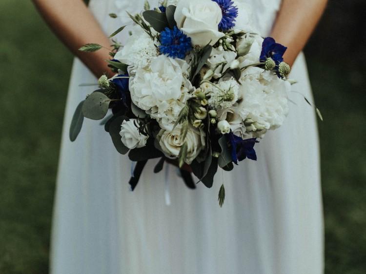Ablauf der Hochzeit suelovesnyc_susan_fengler_ablauf_der_hochzeit_zeitplan_hochzeit_brautstrauss_blau