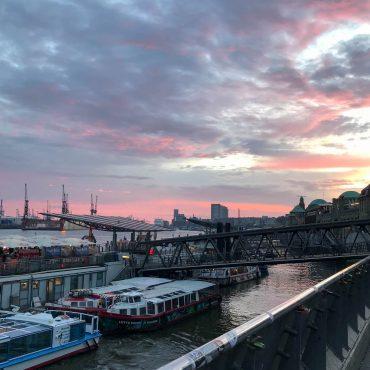 Sommer genießen Hamburg Hafen Suelovesnyc_Hamburg_Sommer_geniessen_Sommer_geniesen_sonnenuntergang_landungsbrucken_hamburg_hafen_nachts