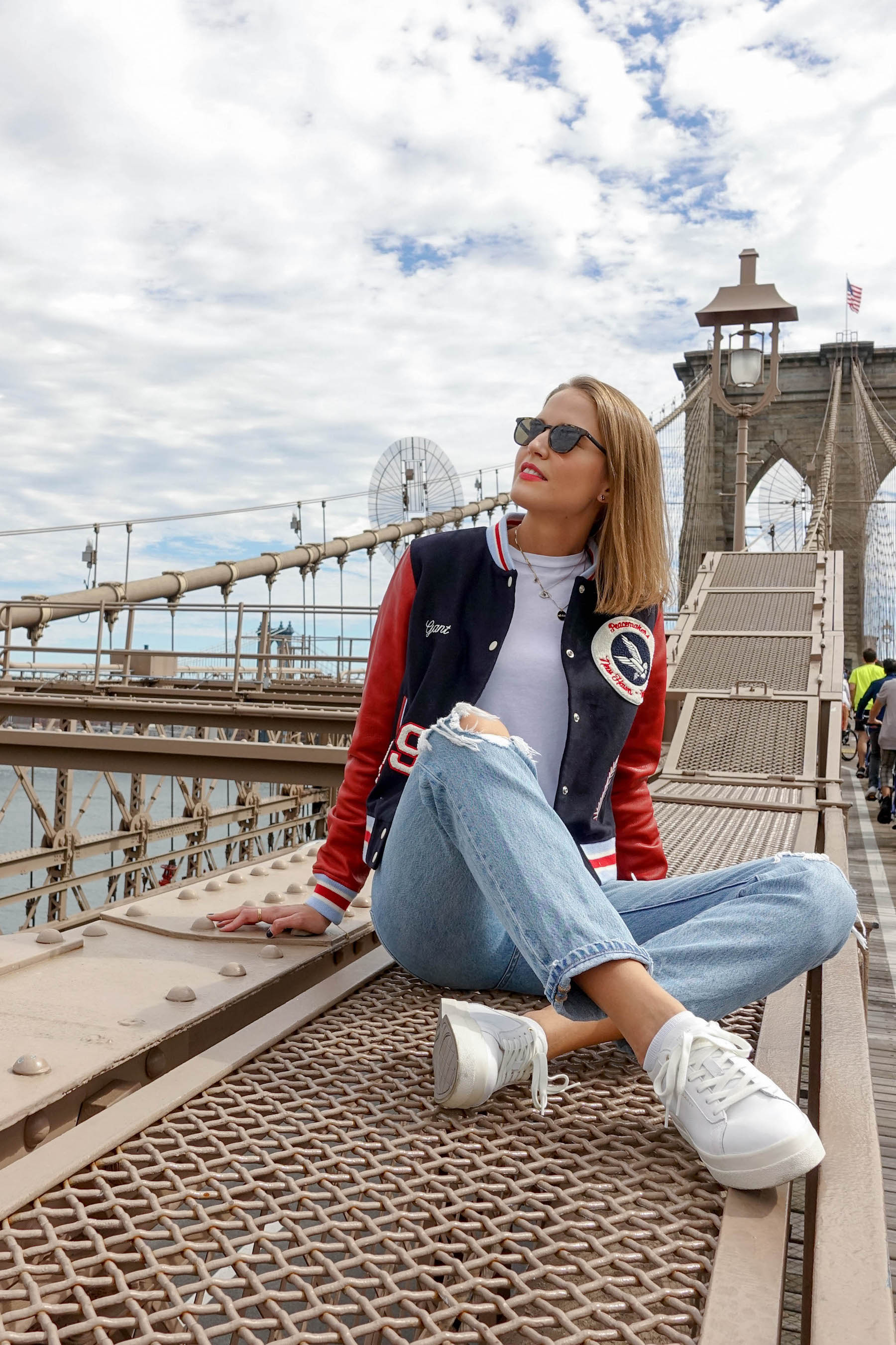 suelovesnyc_herbst_in_new_york_gant_letterman_jacket_brookyln_bridge_fall