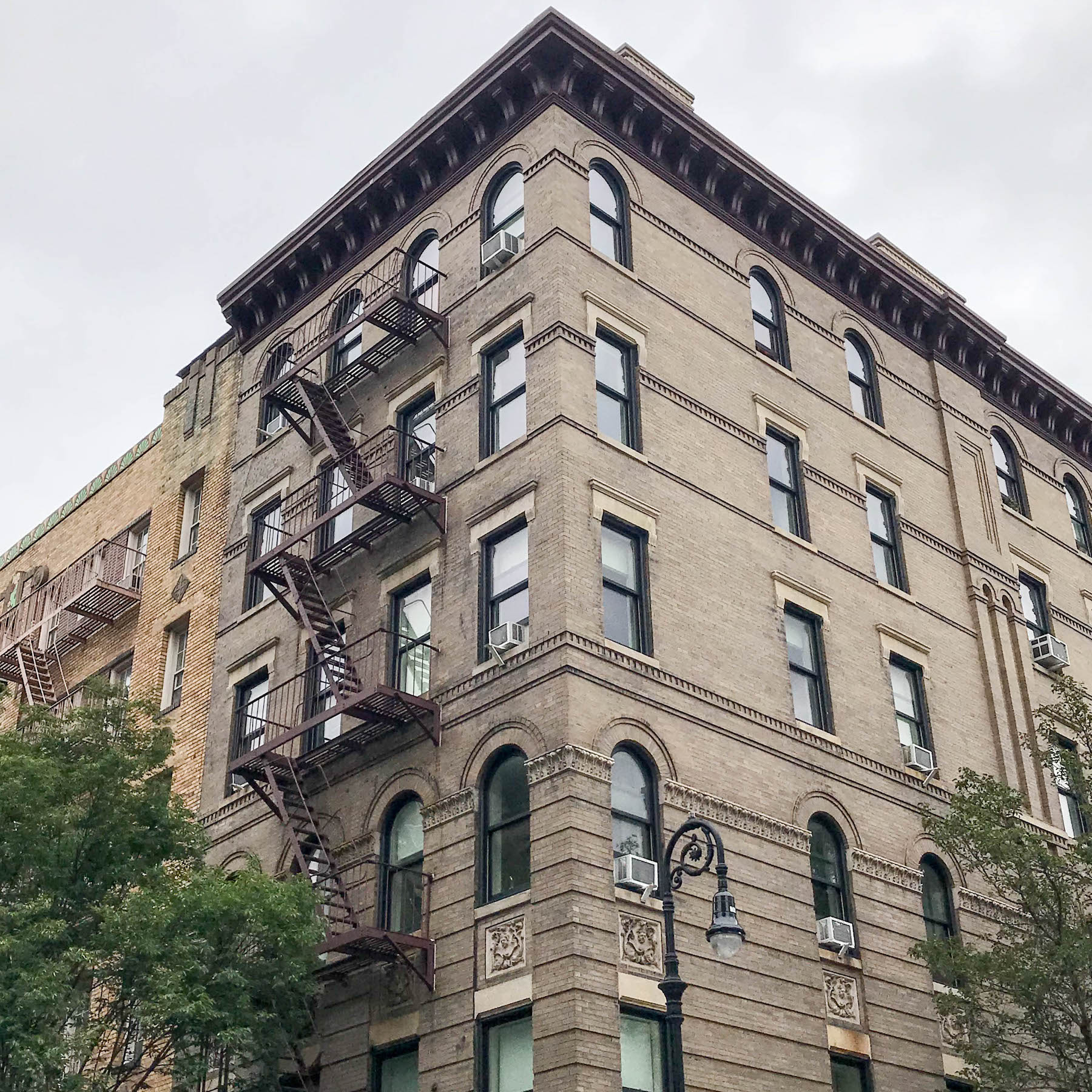suelovesnyc_friends_house_bedford_street_new_York
