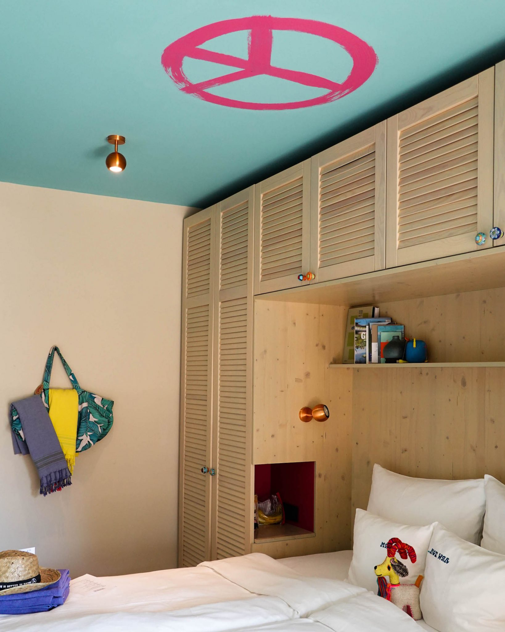 suelovesnyc_yoga_retreat_auf_mallorca_im_bikini_island_mountain_hotel_zimmer