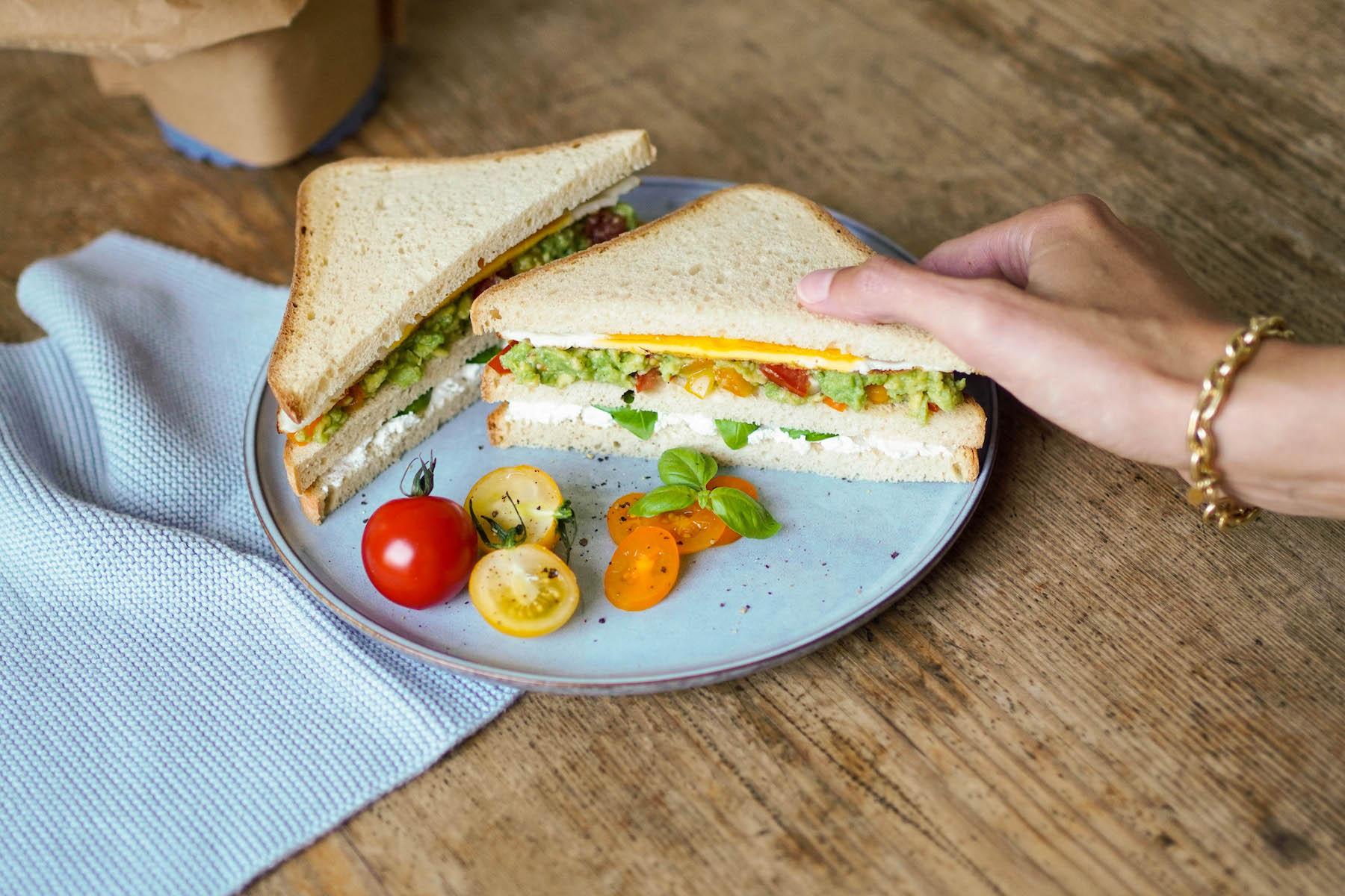 suelovesnyc_rezept_vegetarisches_club_sandwich_glutenfrei_schaer_super_sandwich_glutenfrei_4
