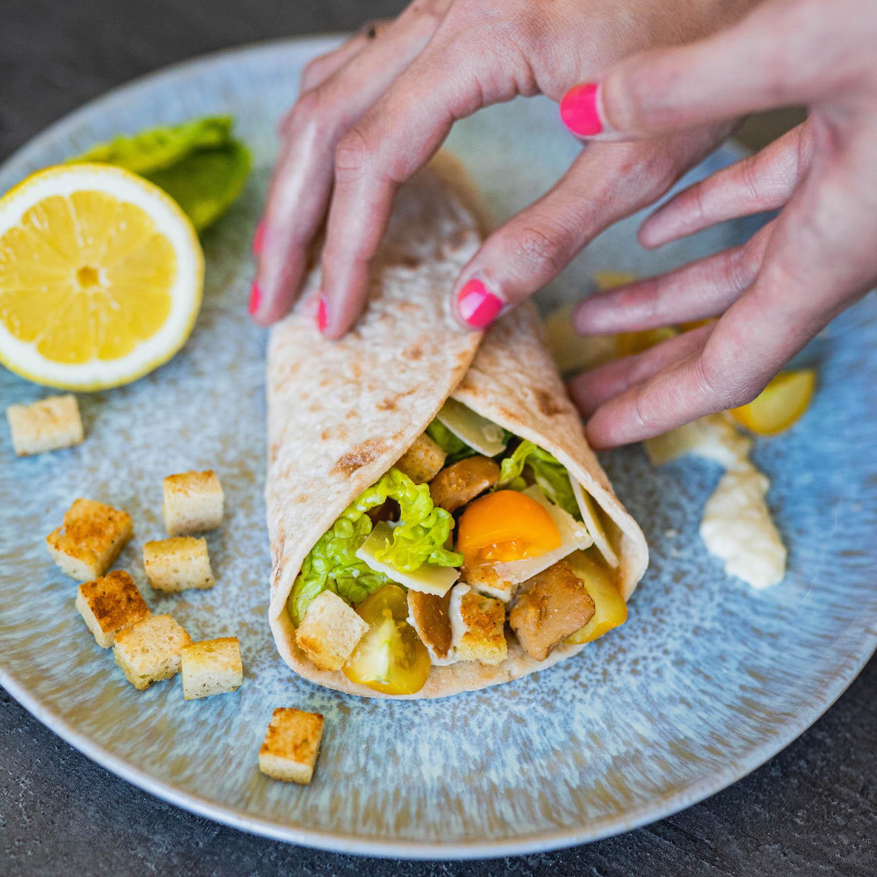 vegetarische caesar salad wraps glutenfrei suelovesnyc_susan_fengler_rezept_vegetarische_caesar_wraps_glutenfrei_schaer_1