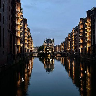 Hamburg Speicherstadt abends Weekly Update suelovesnyc_Hamburg_Speicherstadt_abends_weekly_update
